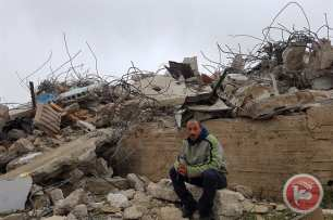 Image of Israeli forces demolishing a Palestinian home in Issawiya, occupied East Jerusalem on 1 March 2017 [Ma'an Agency]