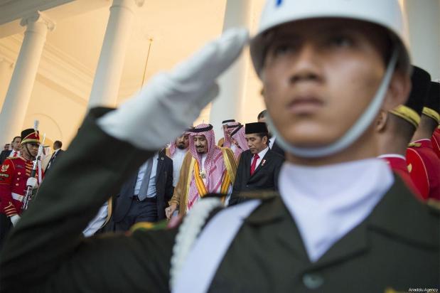 King of Saudi Arabia Salman Bin Abdulaziz Al-Saud arrives at the Presidential Palace in Bogor, Indonesia on 1 March 2017. [Bandar Al-Galoud/ Saudi Kingdom Council]