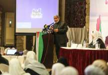 GAZA CITY, GAZA - MARCH 8: One of the leaders of Hamas Mahmoud al-Zahar delivers a speech during an event organized for the International Women's Day in Gaza City, Gaza on March 8, 2017. ( Mustafa Hassona - Anadolu Agency )