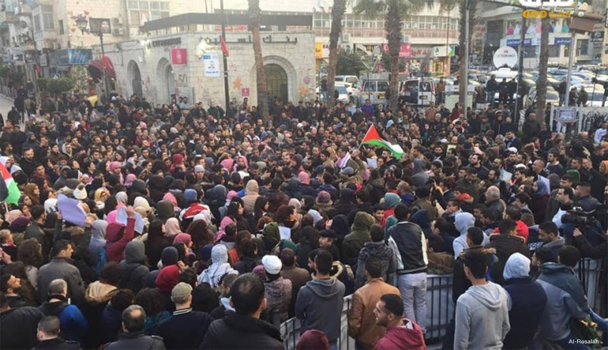 Palestinians in Ramallah demonstrate against the PA and its military cooperation with Israel [Image: Al-Resalah]