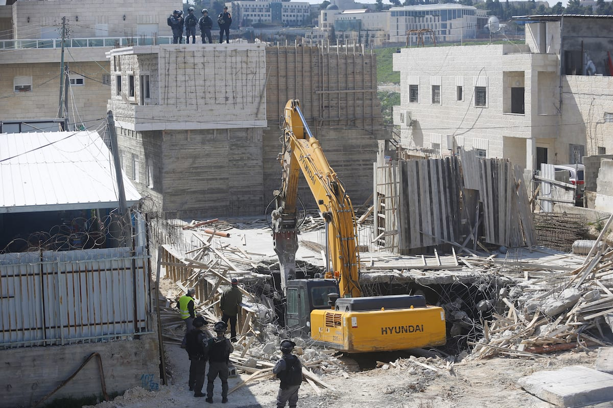 Israeli security forces gather around a construction site on March 14, 2017 [Mostafa Alkharouf /Anadolu Agency]