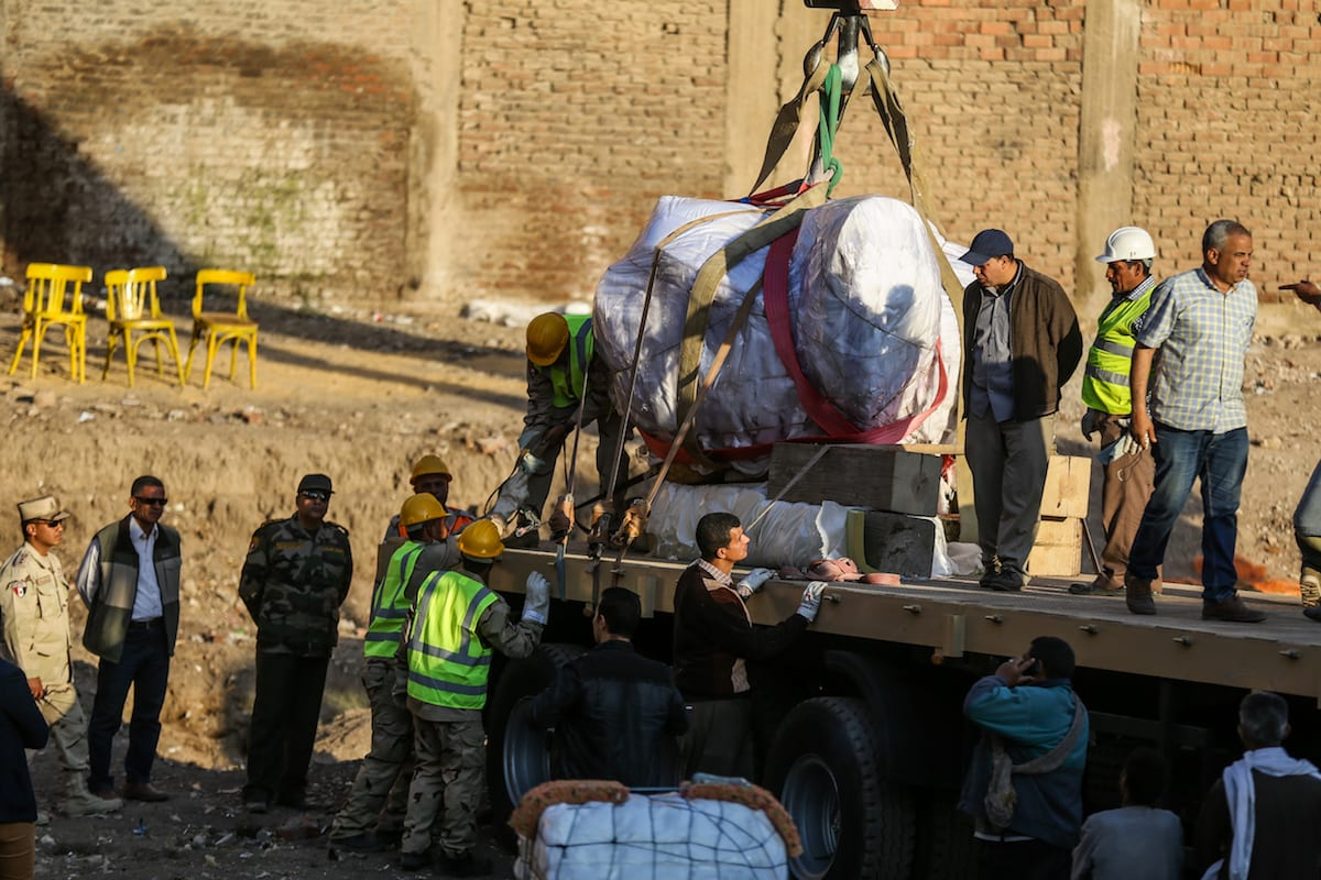Stone parts of a huge statue, possibly symbolising Ramses II, are being loaded on a truck and sent to Egyptian museum after they were discovered at the ancient Heliopolis archaeological site in Matareya district of Cairo, Egypt on March 15, 2017 [İbrahim Ramadan / Anadolu Agency]