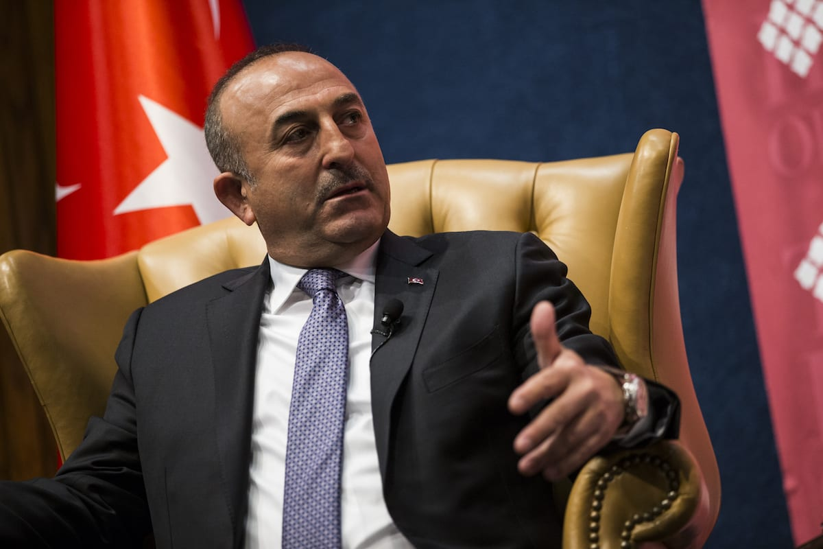 Turkish Minister of Foreign Affairs, Mevlut Cavusoglu (L) speaks during an event hosted by the Turkish Heritage Organization at the National Press Club in Washington, US on 21 March , 2017 [Samuel Corum/Anadolu Agency]