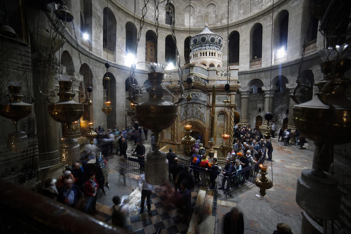 An inside view of the Church of the Holy Sepulchre which was opened to worship after the restoration in Jerusalem on March 22, 2017. ( Mostafa Alkharouf/Anadolu)