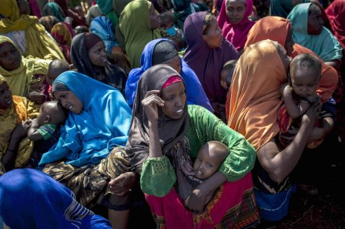 Somalian women hold their babies in their arms as they sit in the shade of a tree at Dakamur camp in Somalia's Bay state on March 27, 2017. ( Arif Hüdaverdi Yaman - Anadolu Agency )