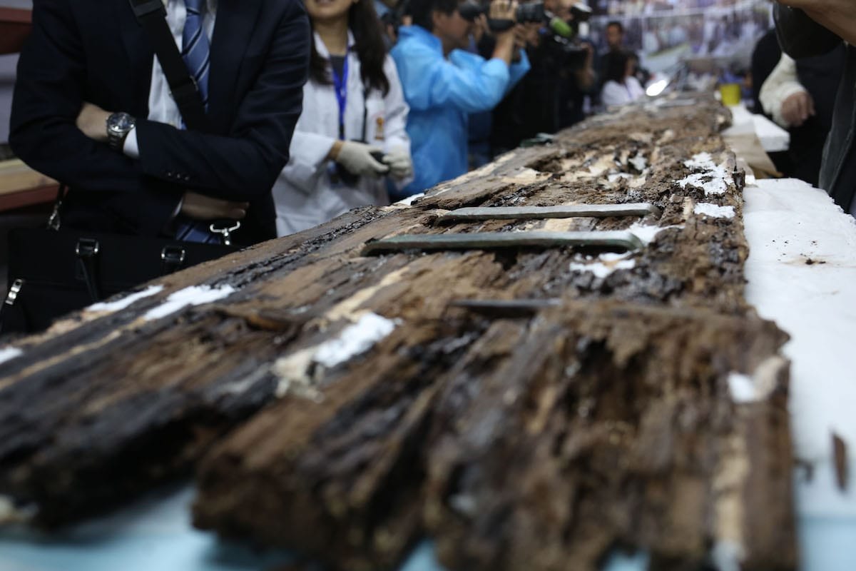 Archaeologists work on the restoration of a wooden piece of Khufu's second solar boat, which was found during an excavation work near the Great Pyramid of Giza, Egypt on March 29, 2017. ( Fared Kotb - Anadolu Agency )