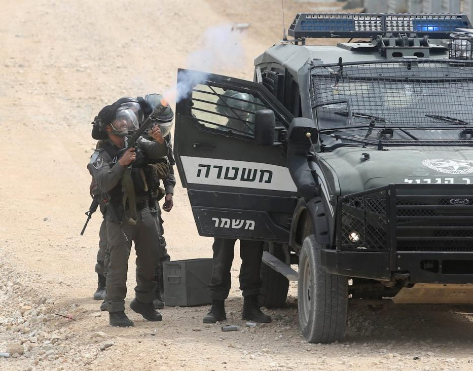 Israeli forces intervene a Palestinian protest against Israeli occupation over Palestinian lands on the 41st Palestinian Land Day in Bethlehem, West Bank on March 30, 2017. ( Issam Rimawi - Anadolu Agency )