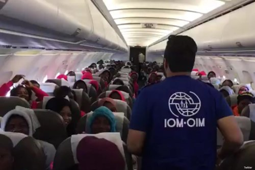 Image of Nigerians returning home from Libya [Twitter]