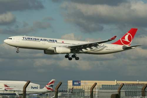 Turkish Airlines flight takes off as a British Airlines flight is seen in the background [Alan Wilson/Wikipedia]