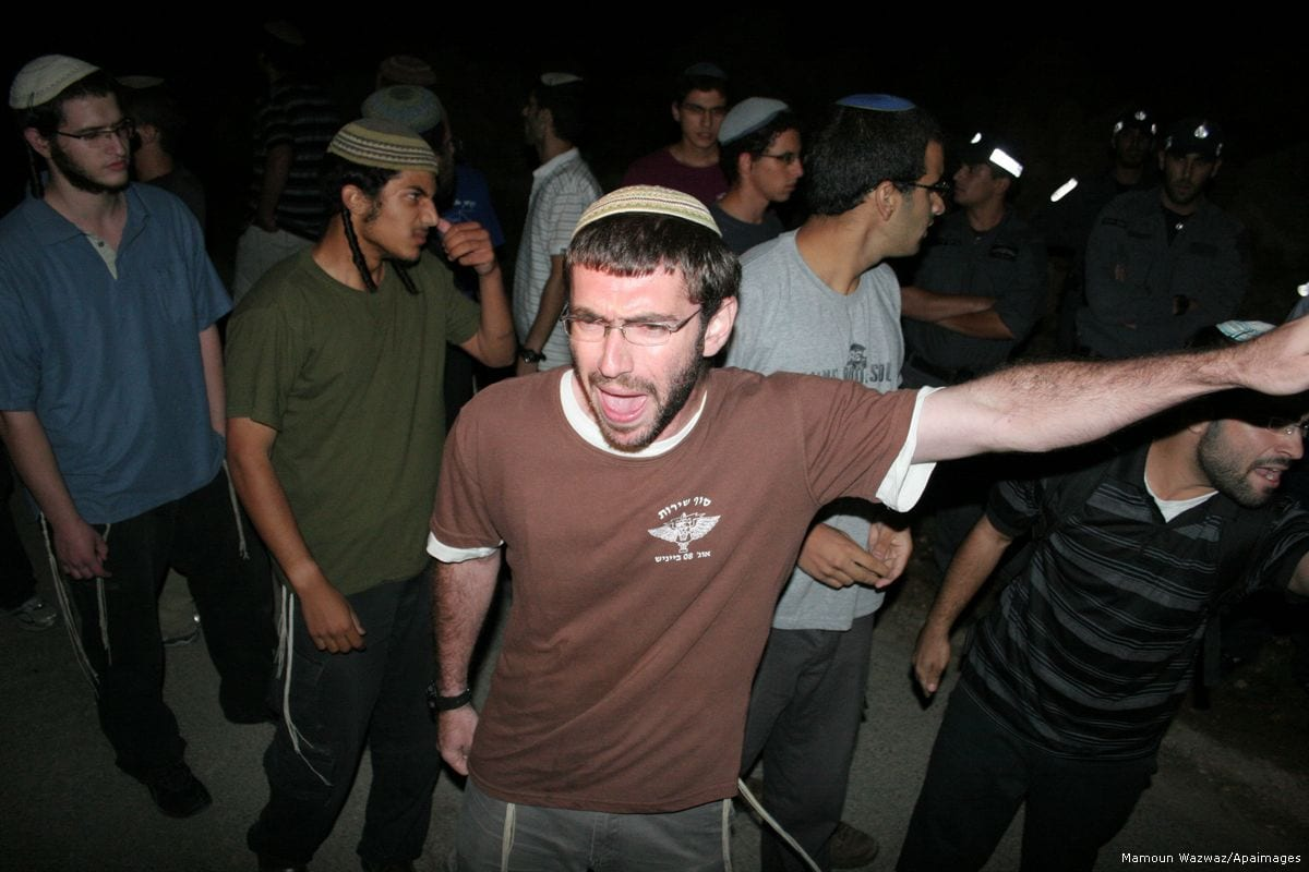 Image of Israeli settlers in West Bank on 31 August 2010 [Mamoun Wazwaz/Apaimages]