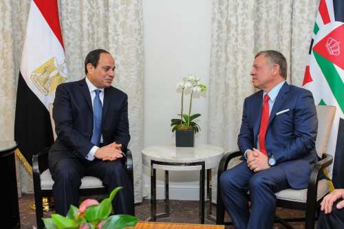 Egyptian President Abdel Fattah el-Sisi (L) meets with Jordanian King Abdullah II bin Al-Hussein (R) in Washington, US on 4 April, 2017 [Presidency of Egypt/Handout/Anadolu Agency]