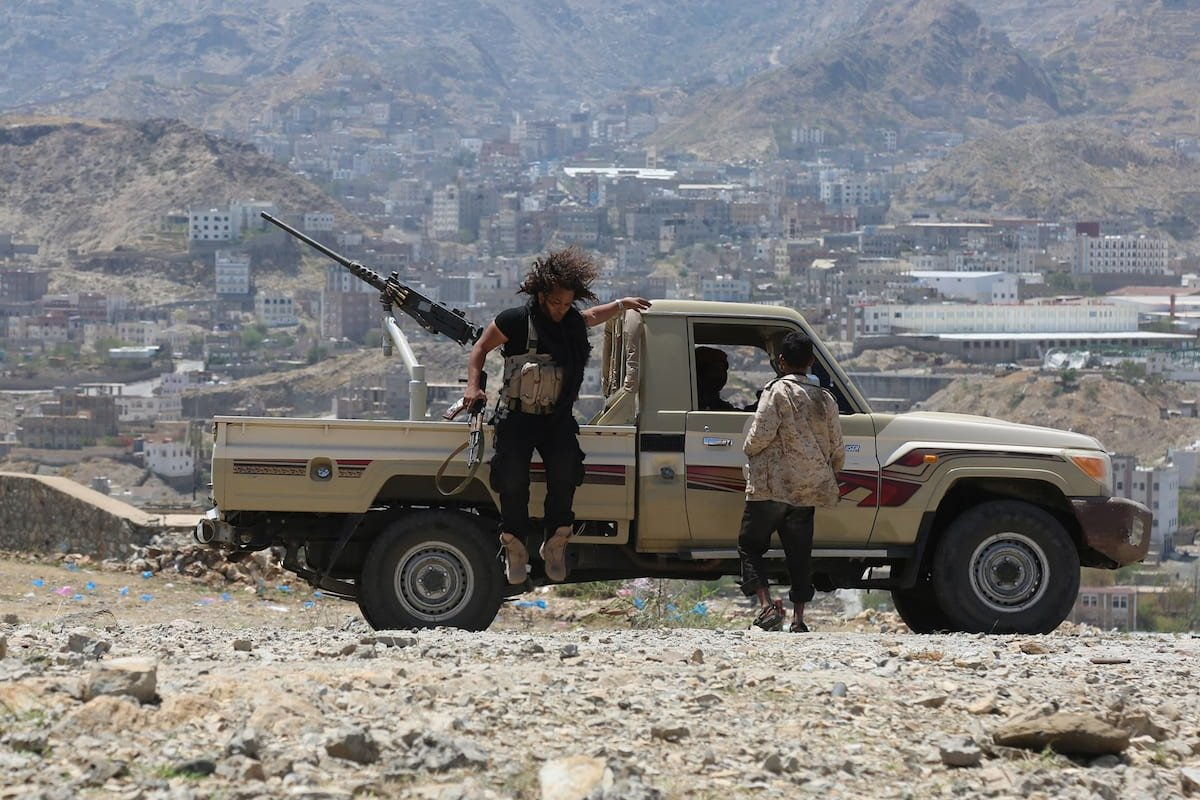 Government forces attack positions of Houthis and pro-Saleh militants during an operation in Taiz province, Yemen on 6 April 2017 [Abdulnasser Alseddik/Anadolu Agency]