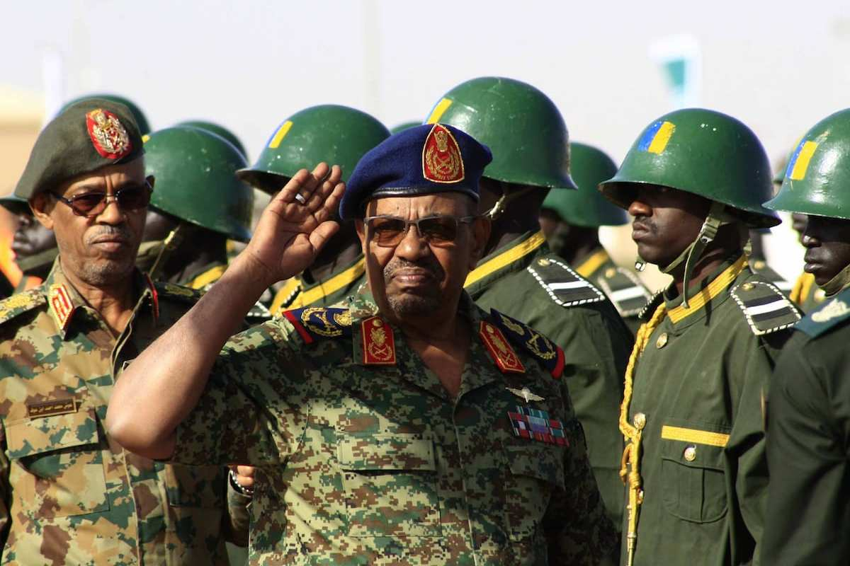 Sudanese President Omar Al-Bashir with Sudan amry forces in Khartoum, Sudan on 9 April 2017 [Ebrahim Hamid/Anadolu Agency]