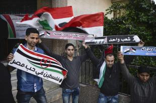 People gather to protest against the twin bombings in Egypt that killed at least 43 people and injured scores, in Bethlehem, West Bank, April 10, 2017. ( Mamoun Wazwaz - Anadolu Agency )
