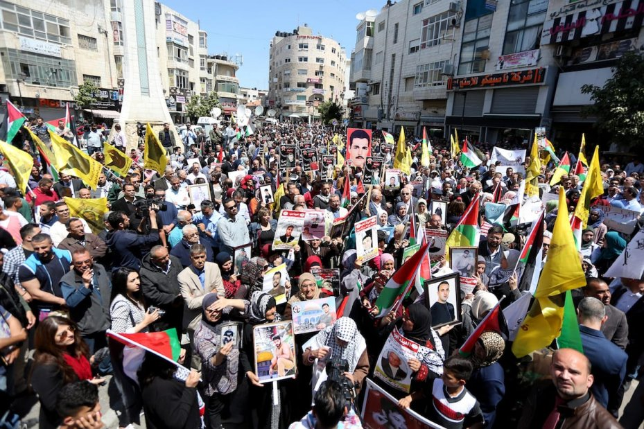 Hundreds of Palestinians protest for the release of Palestinian prisoners in Israeli jails in Bethlehem, West Bank on April 17, 2017 [Mamoun Wazwaz/Anadolu Agency]