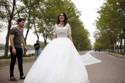 Iranian model Chunur Muhammed models a 200 meter long wedding dress in Erbil, Iraq on April 18, 2017 [Yunus Keleş /Anadolu Agency]