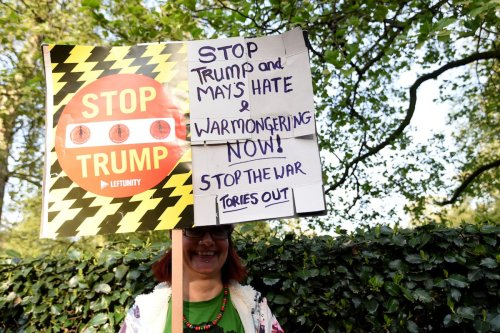 Anti-war campaign group protest outside the US Embassy against US airstrikes in Syria and Afghanistan on April 19, 2017 in London, UK [Kate Green/Anadolu Agency]