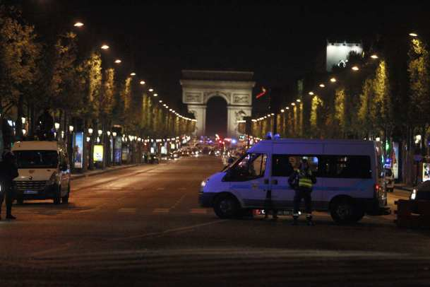 French security forces cordon the area after a gunman killed a police officer at Champs Elysees in Paris, France on April 20, 2017 [Raphael Lafargue - Anadolu Agency]