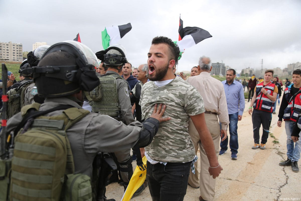 Israeli security forces break up Palestinian protests organised to show solidarity with Palestinian prisoners on hunger strike, in Ramallah, West Bank on April 23, 2017 [Issam Rimawi / Anadolu Agency]