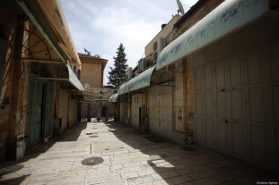 A closed shop in Jerusalem after a general strike was to show solidarity with Palestinian prisoners in Israeli jails in Jerusalem on April 27, 2017. ( Mostafa Alkharouf - Anadolu Agency )