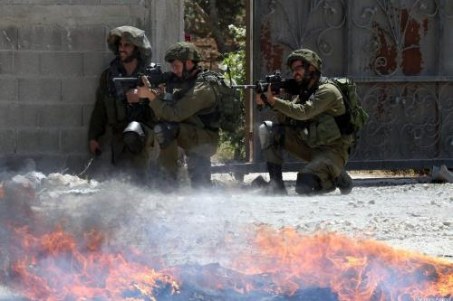 Israeli security forces fire tear gas and plastic bullets towards Palestinians protesters in Nablus, West Bank on April 28, 2017 [Nedal Eshtayah/Anadolu Agency]