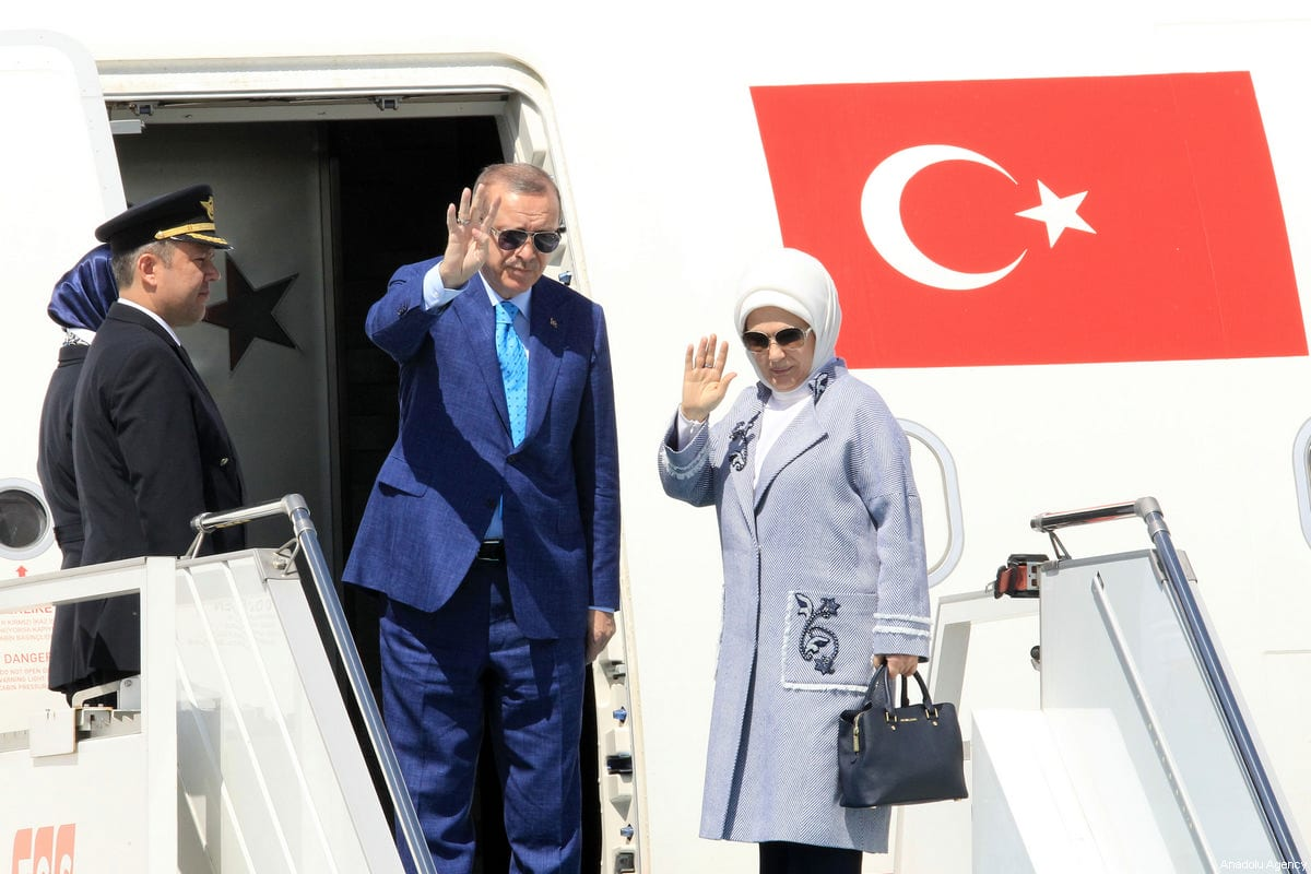 Turkish President Recep Tayyip Erdogan (C) and his wife Emine Erdogan (R) wave as they board the plane at Istanbul Ataturk Airport, ahead of their departure for India on April 30, 2017 in Istanbul, Turkey [Ahmet Dumanlı / Anadolu Agency]