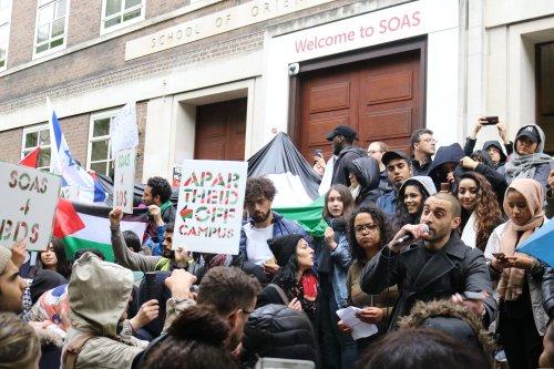SOAS protest against Israeli ambassador visit in London on April 27, 2017 [Jehan Alfarra/Middle East Monitor]