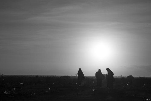 Somalian women walk as sunset approaches [Ty Faruki]