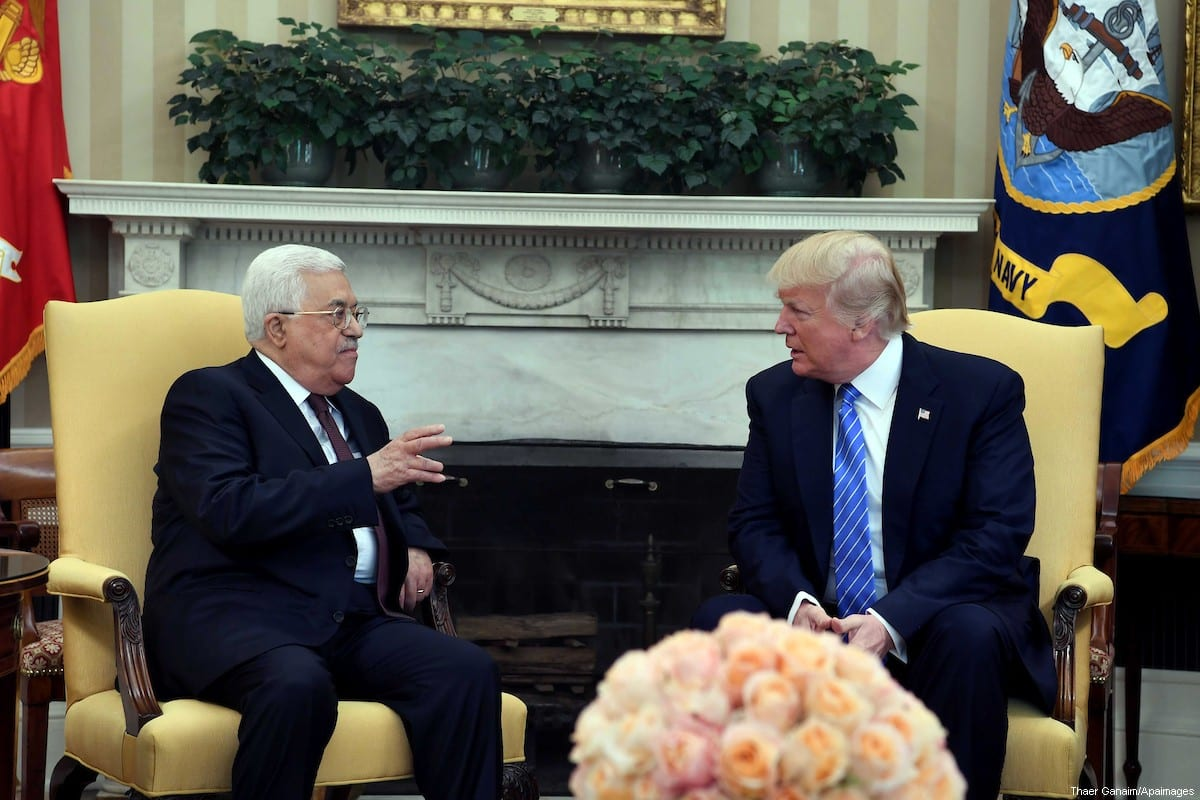 US President Donald Trump (R) hosts Palestinian Authority President Mahmoud Abbas (L) in the White House on 3 May 2017 [Thaer Ganaim/Apaimages]