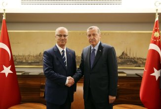 Turkish President Recep Tayyip Erdogan (R) meets with Palestinian Prime Minister Rami Hamdallah (L) at Halic Congress Center in Istanbul, Turkey on May 8 2017 [Turkish Presidency / Yasin Bulbul / Handout/Anadolu Agency]