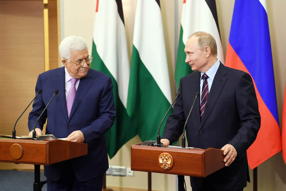 Palestinian President Mahmoud Abbas (L) and Russia's President Vladimir Putin (R) shake hands before their meeting at the Presidential Residence in Sochi, Russia, on 10 May, 2017 [Palestinian Presidency Handout/Anadolu Agency]