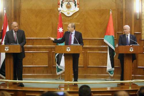(From L to R) Egyptian Foreign Minister Sameh Shukri, Jordan's Foreign Minister Ayman Al Safadi and Secretary-General of the Palestine Liberation Organization Executive Committee, Saeb Erekat hold a joint press conference after their trilateral meeting in Amman, Jordan on May 14, 2017. ( Salah Malkawi - Anadolu Agency )