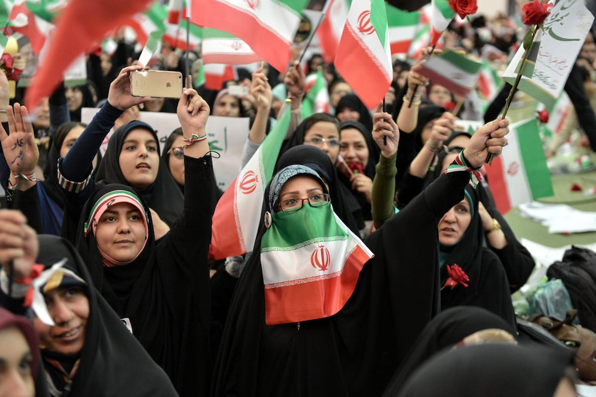 Iranians wave flags during a camapign rally prior to presidential elections in Tehran, Iran on May 16, 2017 [Fatemeh Bahrami / Anadolu Agency]
