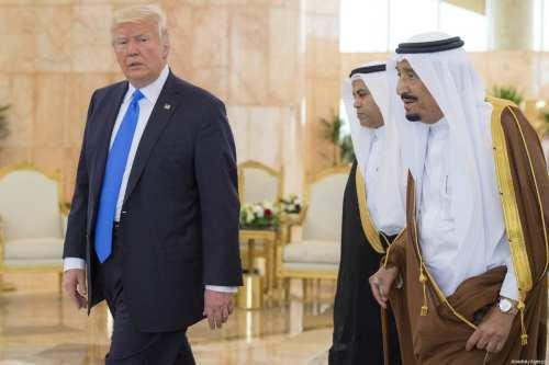 US President Donald Trump (L) is welcomed by Saudi Arabia's King Salman bin Abdulaziz Al Saud (R) during their arrival at the King Khalid International Airport in Riyadh, Saudi Arabia on May 20, 2017 [Bandar Algaloud / Saudi Royal Council / Anadolu Agency]