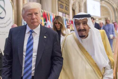 US President Donald Trump (L) and Saudi Arabia's King Salman bin Abdulaziz Al Saud (R) attend the Arabic Islamic American Summit in Riyadh, Saudi Arabia on 21 May, 2017 [Bandar Algaloud/Anadolu Agency]