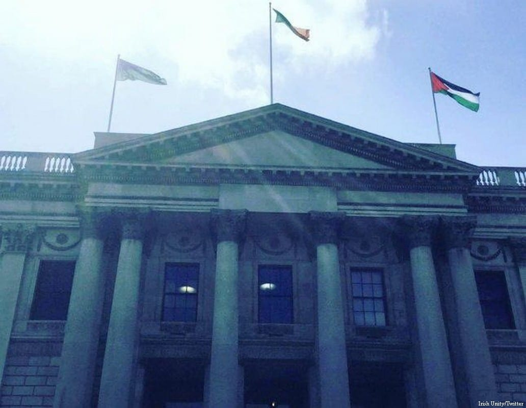Dublin City Council fly the Palestinian flag above City Hall on May 9, 2017 [Irish Unity/Twitter]
