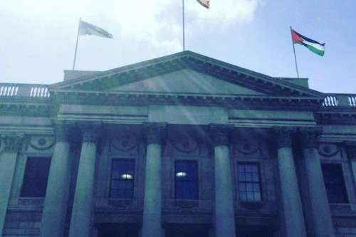 Dublin City Council fly the Palestinian flag above City Hall on May 9, 2017 [Irish Unity/Twitter]
