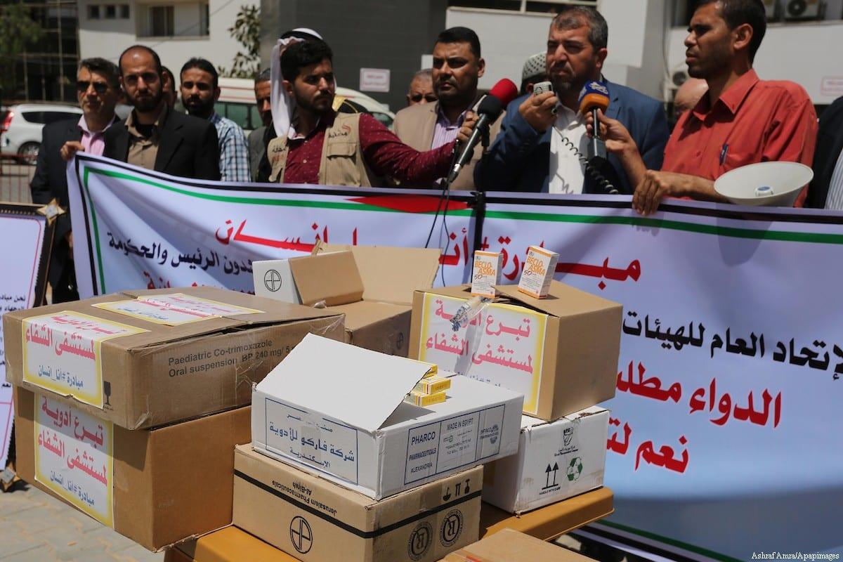 Palestinians take part a protest against Israeli blockade on Gaza strip, at Shifa hospital in Gaza city, on 18 May, 2017 [Ashraf Amra/Apaimages]