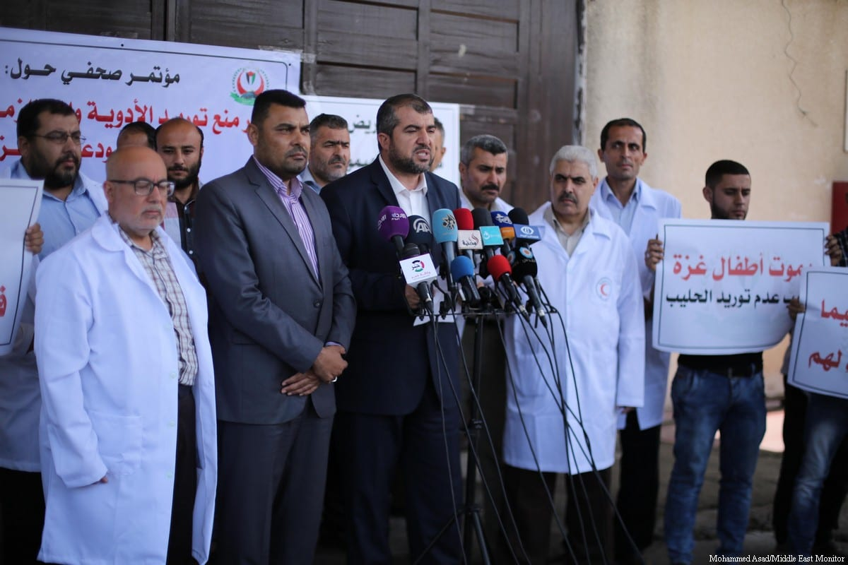 Munir Al-Barsh, General Director of Pharmacy in the in Gaza during a press conferene in Gaza on 23 May, 2017 [Mohammed Asad/Middle East Monitor]