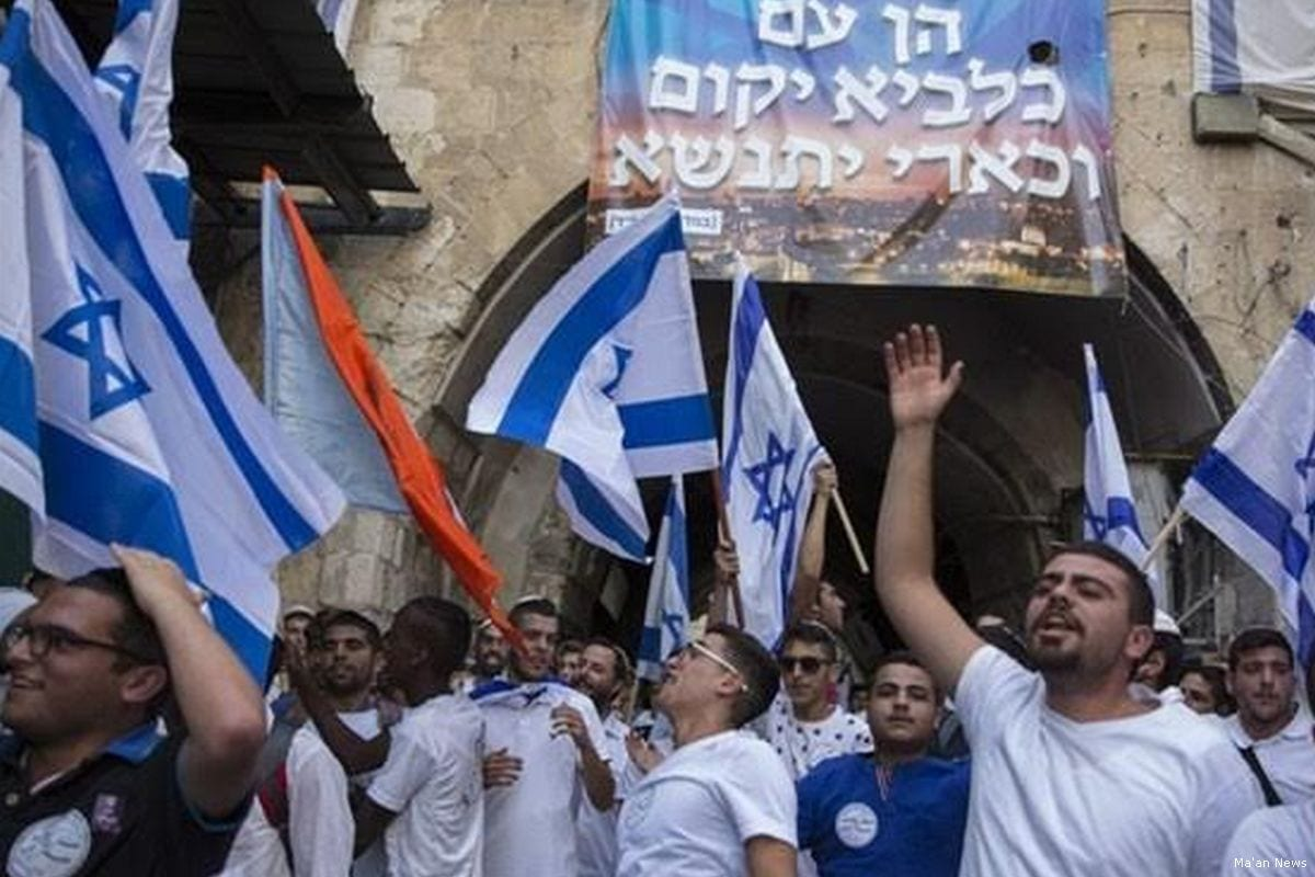 Israeli settlers march with Israeli flags in East Jerusalem [Ma'an News]
