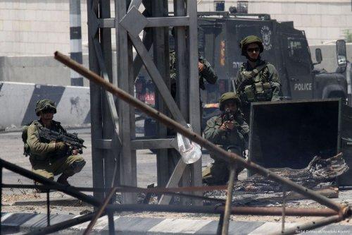Israeli security forces intervene a demonstration in support of hunger striker Palestinian prisoners in Israeli jails on May 19, 2017 [Nedal Eshtayah/Anadolu Agency]
