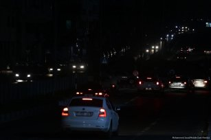 Drivers in Gaza have difficulty driving due to the electricity crisis in Gaza []Hospitals and patients are effected by the electricity crisis in Gaza [Mohammed Asad/Middle East Monitor]