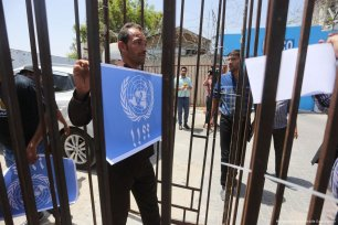 Demonstration outside the UN office in Gaza City on the 23rd day of the Palestinian prisoners' hunger strike on 9 May 2017 [Mohammed Asad/Middle East Monitor]