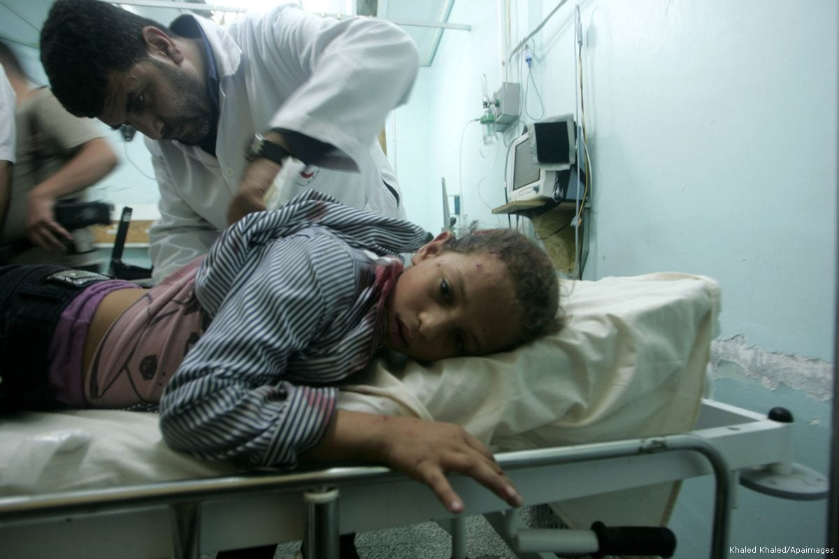 Image of an injured Palestinian receiving medical care at the Al-Najar hospital in Gaza on 20 October 2013 [Khaled Khaled/Apaimages]