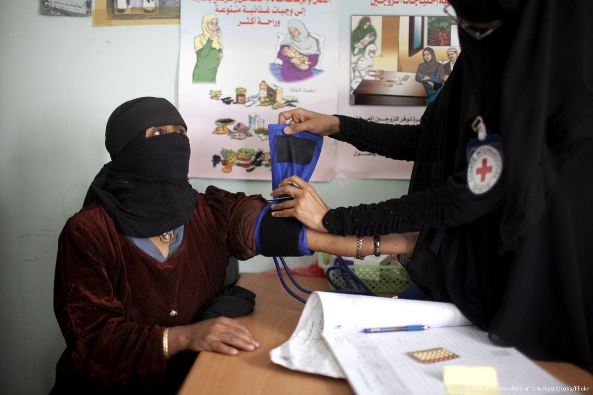 Image of a Yemeni woman receiving medical treatment at a Red Cross healthcare centre in Sa'ada, Yemen on 27 February 2012 [International Committee of the Red Cross/Flickr]