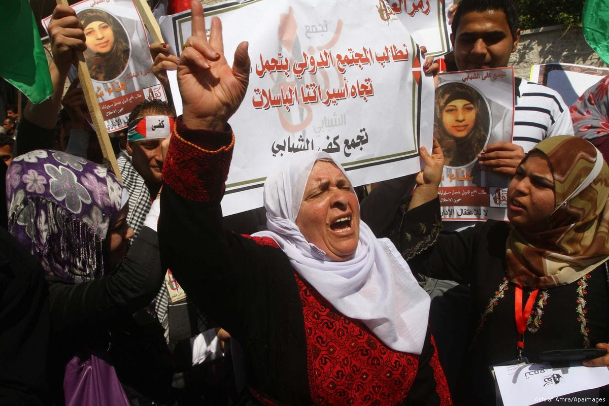 Women demonstrate in solidarity for the Palestinian women held in Israeli prisons 8 March 2012 [Ashraf Amra/Apaimages]