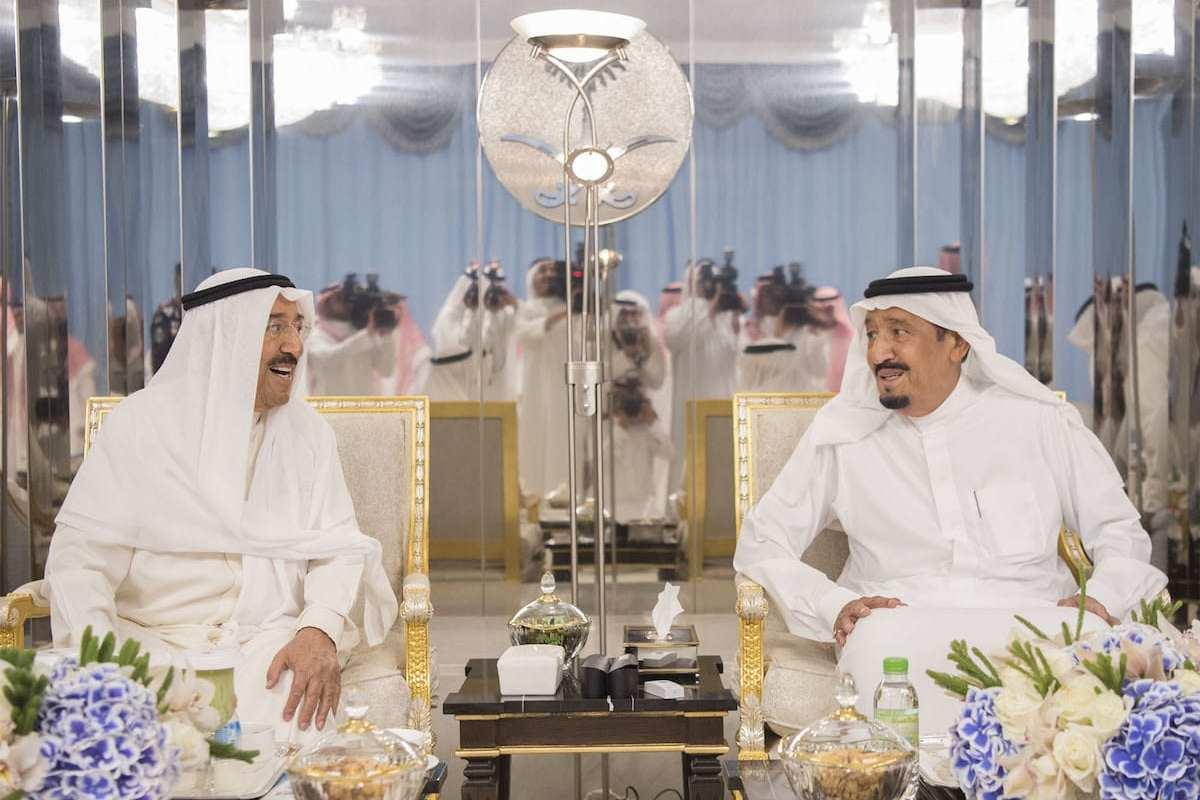 Saudi Arabia's King Salman bin Abdulaziz Al Saud (R) meets with Kuwaiti Emir Sheikh Jaber al-Ahmad al-Sabah (L) in Jeddah, Saudi Arabia on 6 June 2017 [ Bandar Algaloud/Anadolu Agency]