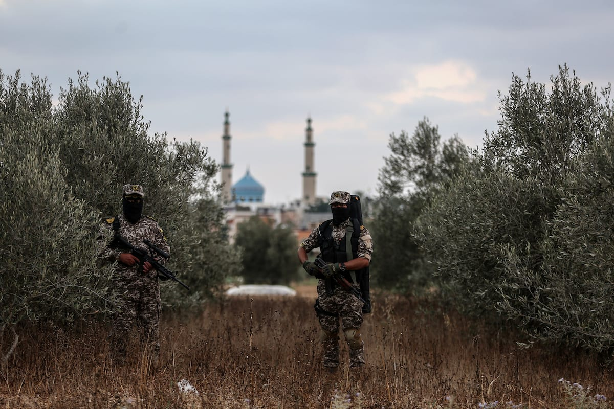 Members of Al-Quds Brigades, armed wing of Palestinian Islamic Jihad (PIJ) Movement break their fast as they keep guard at the Israeli border during the Muslims' holy fasting month of Ramadan in Khan Yunis, Gaza on 13 June, 2017 [Ali Jadallah /Anadolu Agency]