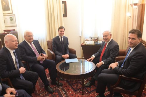 Israel's Prime Minister Benjamin Netanyahu (R) meets with Jared Kushner (3rd L) in Jerusalem on 21 June 2017 [Handout / Amos Ben Gershom / GPO]