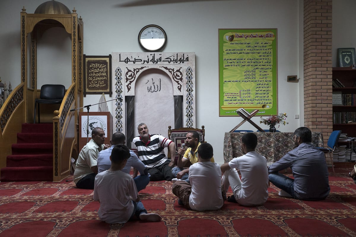 vMuslims gather to perform at a mosque in Athens, Greece on 25 June 2017 [Ayhan Mehmet/Anadolu Agency]